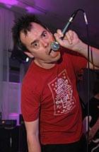 Kevin Eldon mic