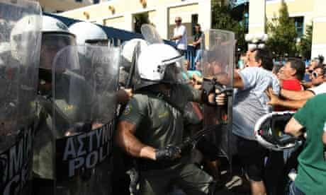 Truckers clash with riot police in Greece