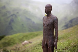 Anthony Gormley: Figures at Kriegeralpe, near Lech 'Horizon Field' by Anthony Gormley