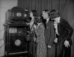 Television: 1931: A group fascinated by a Baird television
