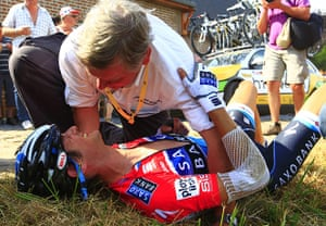 TDF Crashes: Frank Schleck in pain after breaking his collarbone on the Cobblestones