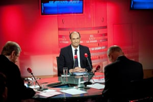 Bettencourt case: French Labour Minister Eric Woerth answers questions of journalists