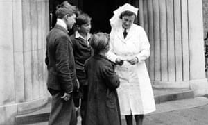A nurse talks to young people outside a new NHS centre in Bristol in 1948