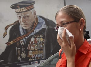 Moscow smog: A woman covers her face with a tissue to protect herself in Moscow