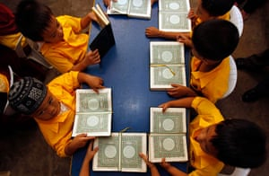 Ramadan: Filipino Muslim students read the Koran, in Manila