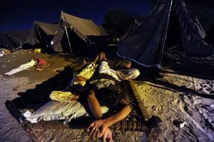 Pakistan Flood Disaster: Pakistani flood-affected people sleep outside
