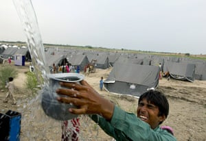 Pakistan flood survivors: Flood affected victims receive clean drinking water