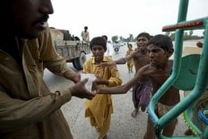 Pakistan flood survivors: Desperate flood victims scramble for some ice