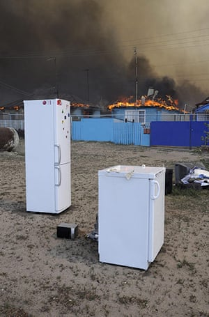 Forest fires in Russia: Appliances rescued from burning homes on the outskirts of Voronezh