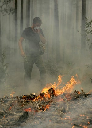 Forest fires in Russia: A Russian soldier puts out a forest fire in Beloomut