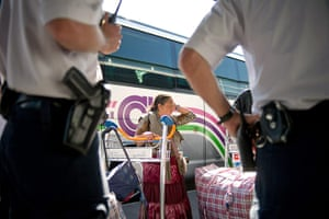 Roma deportation: French policemen look at a woman at Charles de Gaulle airport