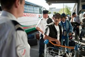 Roma deportation: Roma communitya arrive at Charles de Gaulle airport