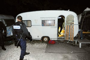 Roma deportation: French policemen enter a caravan of people belonging to the Roma community