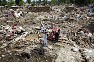 Pakistan Flood Update: Pakistan flood survivors collect their things