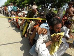 Pakistan Flood Update: Pakistan flash flood line up for food in Punjab province
