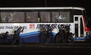 Manila bus hijack: Dismissed police officer seizes tourist bus in Philippines