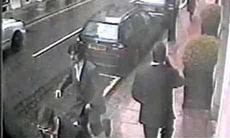 Nebjosa Denic flees the armed robbery at Graff's in Bond Street