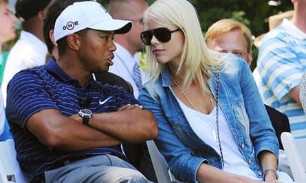 Tiger Woods announces divorce