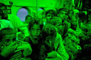24 hours in pictures: Pakistan flood evacuees
