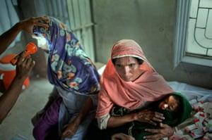pakistan aftermath: Flood victims receive medical treatment