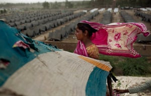 pakistan aftermath: Pakistani woman stands at her makeshift shelter