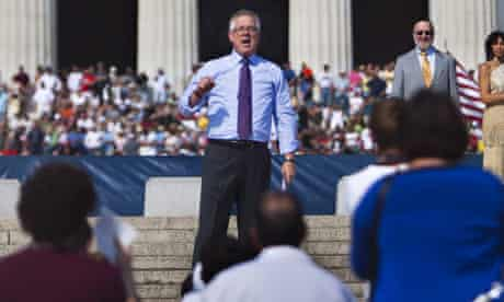 Glenn Beck speaking on the steps of the Lincoln Memorial