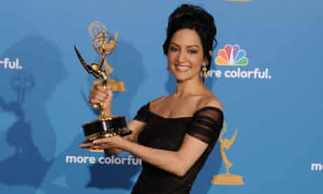 Archie Panjabi poses with her Emmy award