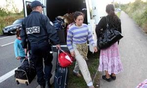 French police expel Roma family