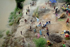 Pakistan aerial: Pakistani villagers chase to relief supplies dropped from army helicopter