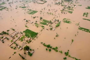 Pakistan aerial: Flooded areas near Tonsa Sharif in southern Punjab