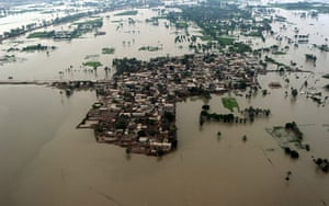 Pakistan aerial: Flooded area of Kot Addu