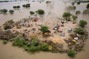 Pakistan aerial: Pakistani villagers chase to relief supplies from helicopter