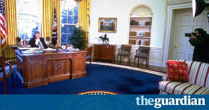 President obama 39 s redecorated oval office us news the for Bureau edf 64