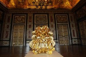 Murakami at Versailles: The sculpture J by Japanese artist Takashi Murakami