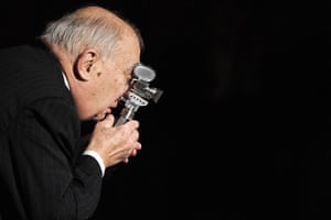 Claude Chabrol 2: Claude Chabrol with Berlinale Camera prize in Berlin