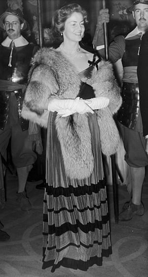 Duchess of Devonshire: 7th September 1954: Duchess of Devonshire, at a banquet