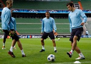 24 hours in sport: Crouch, Van der Vaart and Bale of Tottenham Hotspur during training