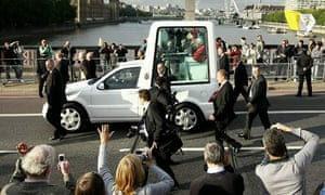 Pope Benedict on Lambeth Bridge in London