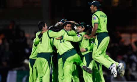 Pakistan players celebrate their victory over England