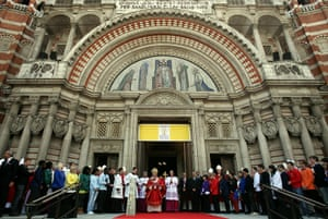 Pope Day 2: Pope Benedict XVI addresses pilgrims gathered outside Westminster Cathedral