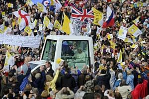 Pope visit day 4: Pilgrims cheer Pope Benedict XVI