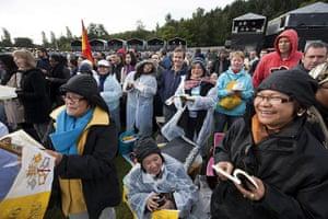 pope in birmingham: Pilgrims wait for the Pope