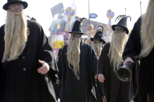 Oktoberfest in Munich: Men in traditional costume with long beards attend the traditional parade