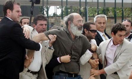 Plain clothes policemen detain protester