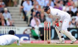 sport: England's wicketkeeper Matt Prior (R) re