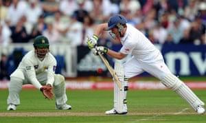 sport: England batsman Eoin Morgan (R) playsa a