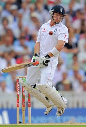 sport: England batsman Ian Bell avoids a bounce