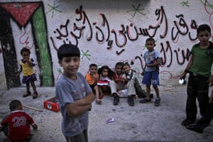 Muhammed Muheisen: Palestinian children play in an alley of the West Bank