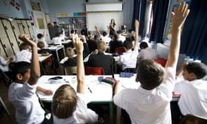 Schoolchildren answer questions
