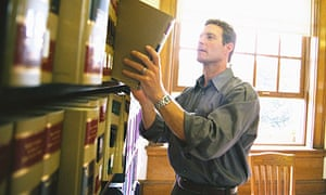 how to become a paralegal in the uk